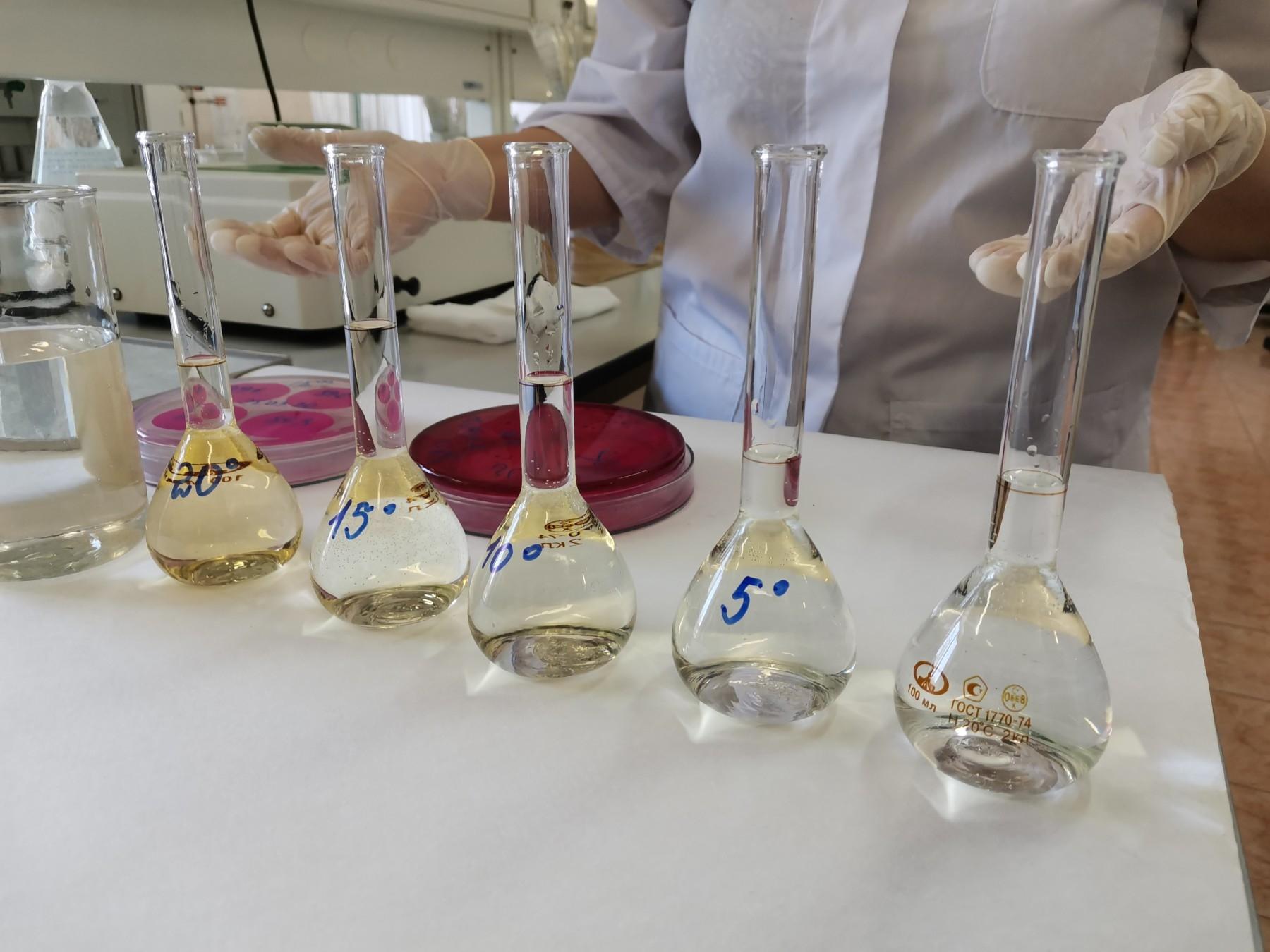 配制完成的福尔马肼浊度标准贮备液